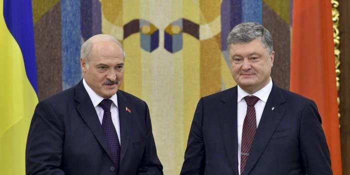 Лукашенко пообещал выполнять все поручения Путина и Порошенко по Донбассу
