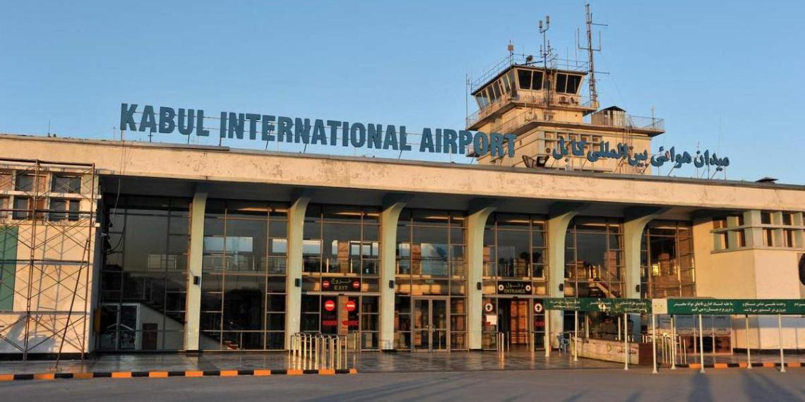 """Военнослужащих США заставили стереть надпись """"К черту талибов"""" в аэропорту Кабула"""