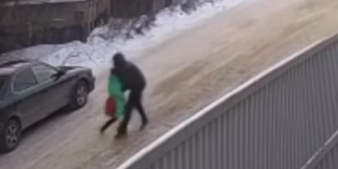 В Иркутске школьник спас девочку от педофила