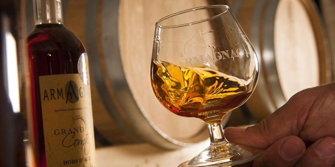 Минфин предложил ужесточить правила ввоза армянского коньяка и белорусской водки