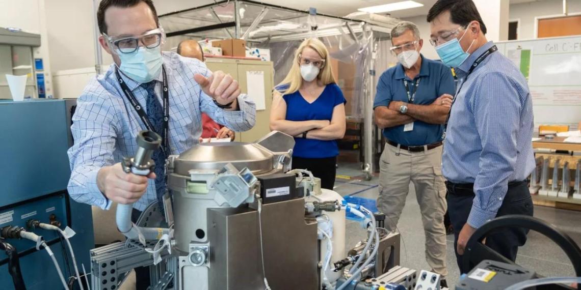 """NASA отправило на МКС """"женский"""" туалет вдвое меньше российского"""