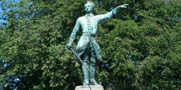 """В Швеции предложили заменить статую """"самовластного деспота"""" Карла XII на памятник Грете Тунберг"""