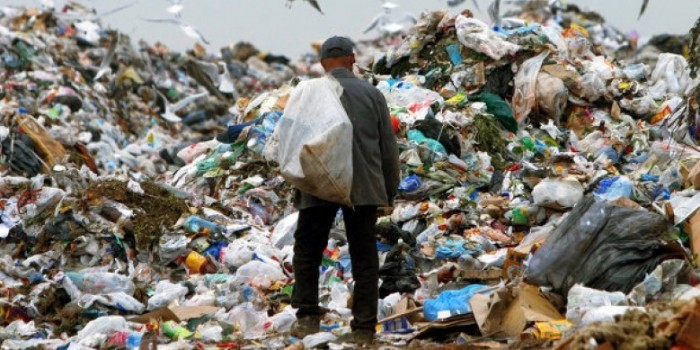 В Омске наймут бомжей для исследования мусора
