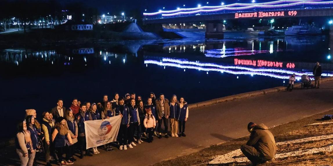 В Великом Новгороде в честь 60-летия полета Гагарина в небо взмыли 500 дронов