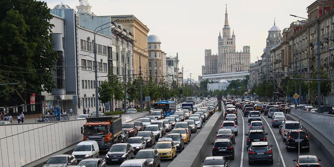 Россияне назвали города с самыми вежливыми водителями