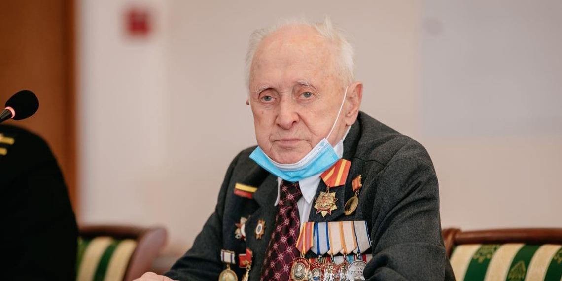 В Москве 96-летний ветеран привился от коронавируса и призвал последовать его примеру