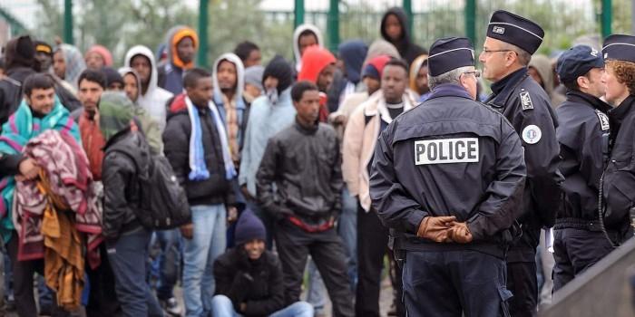 Во Франции мигранты изнасиловали переводчицу на глазах у репортера