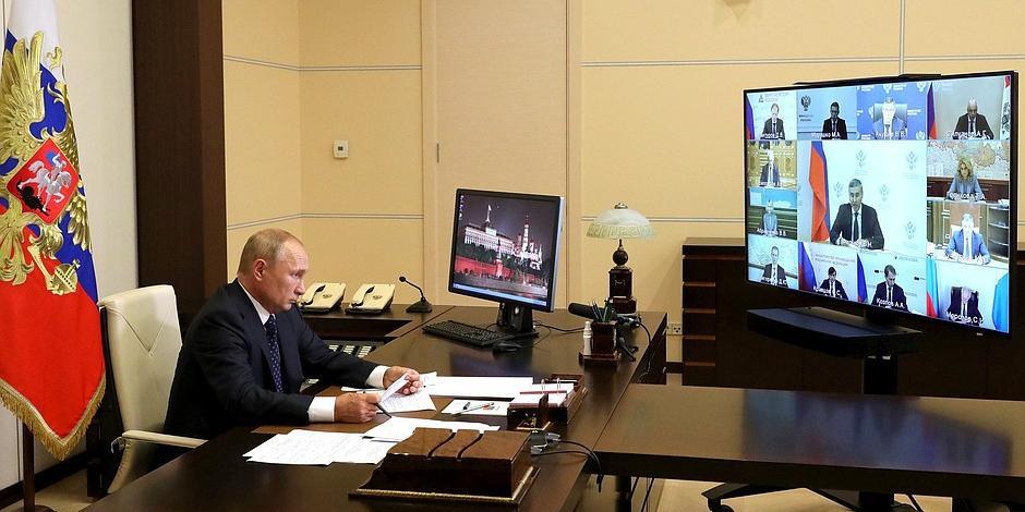 Президент указал министру науки на рост цен в некоторых вузах