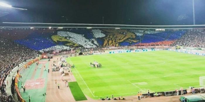 Сербские болельщики устроили перфоманс с российским флагом