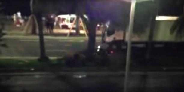 Опубликовано видео попытки мотоциклиста остановить водителя грузовика в Ницце