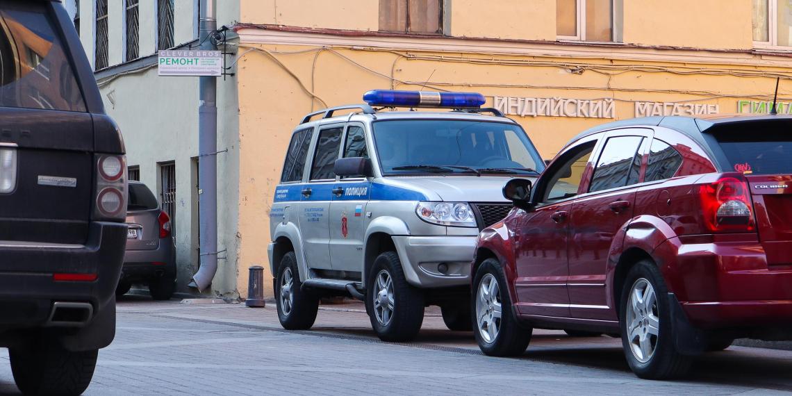 Полицейские Сургута устроили тайную вечеринку во время изоляции