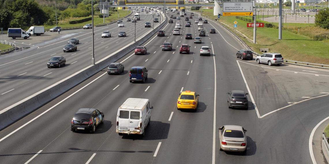 Власти Москвы бессрочно ограничат транзитное движение грузовиков по МКАД
