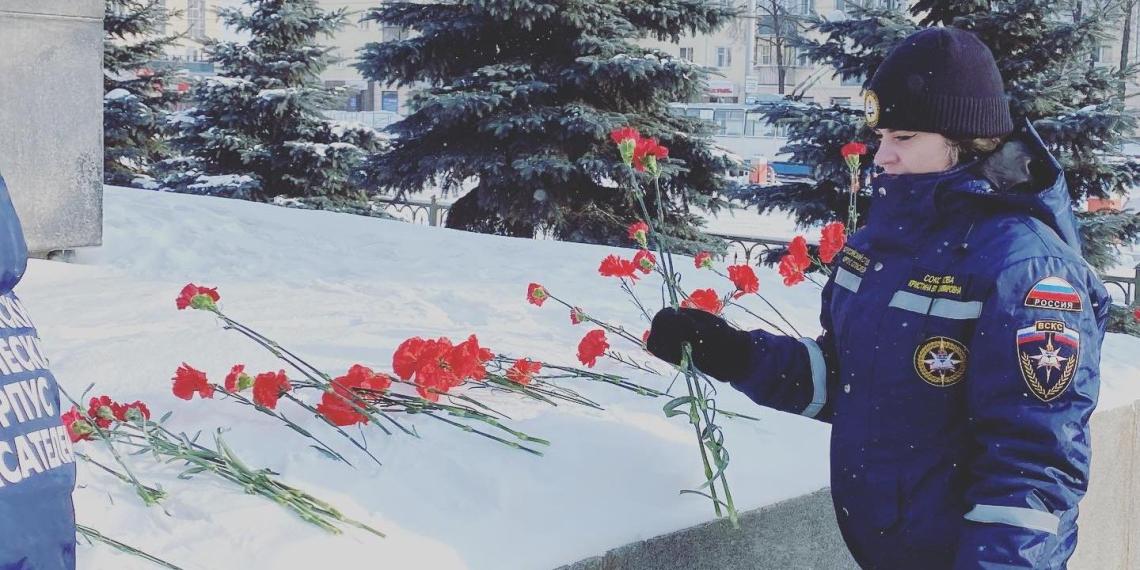 Добровольцы ВСКС 23 февраля возложили цветы к мемориалам защитникам Отечества