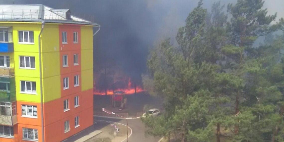 Россиянин проехал на машине по горящим иркутским лесам и снял пожар на видео