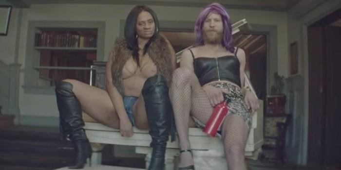 Иван Дорн сыграл в новом клипе трансвестита и спел оду проституткам