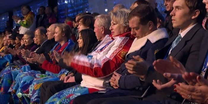 Медведев попросил прислать устройство, позволяющее не засыпать на заседаниях