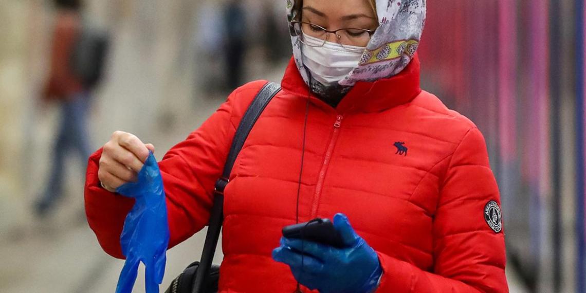 В Минздраве заявили об эффективности одноразовых перчаток в борьбе с распространением коронавируса