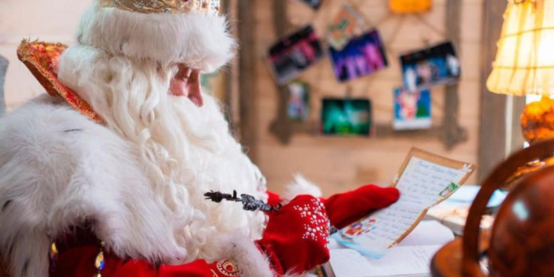 В Пензе Дед Мороз раздавал школьникам снюс