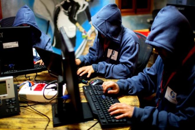 На Украине планируют создать «интернет-армию» из блогеров