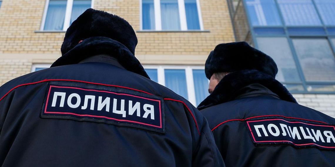 Омских полицейских посадили за избиение женщины и ее 8-летней дочери