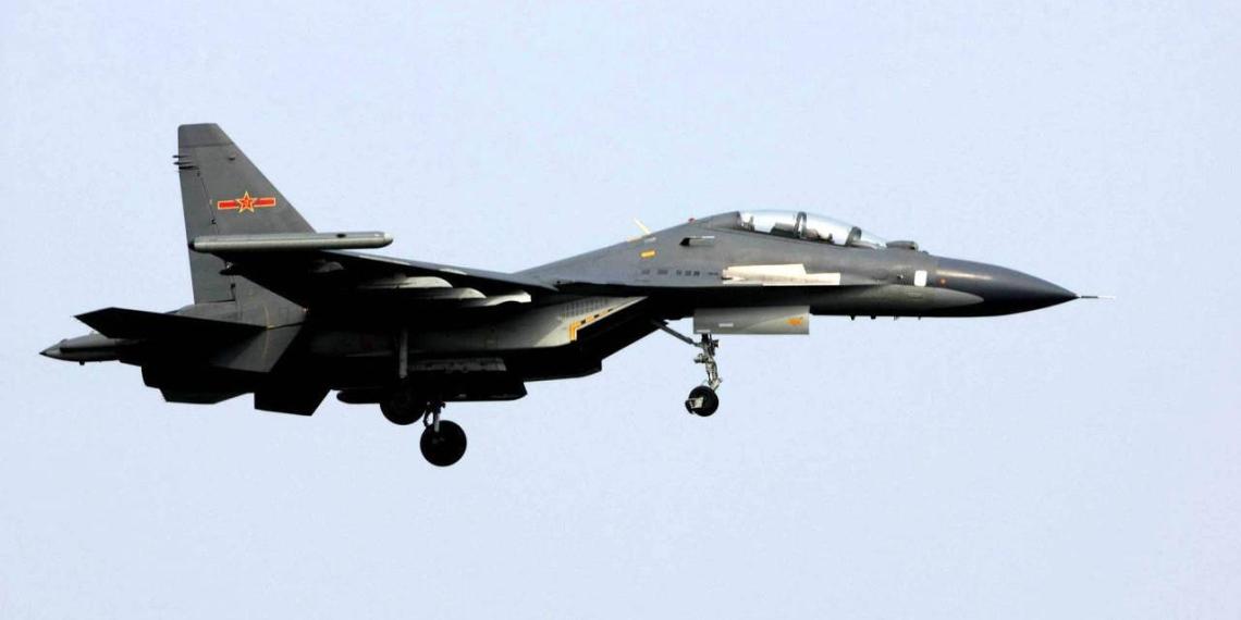 Китайские ВВС провели тренировочную атаку на американский авианосец