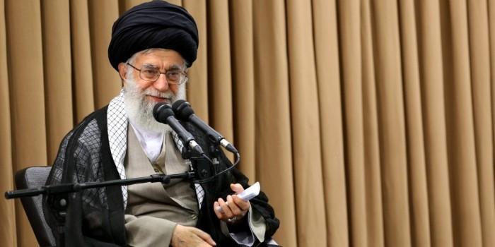 Иранский аятолла раскритиковал президента за улучшение отношений с Западом