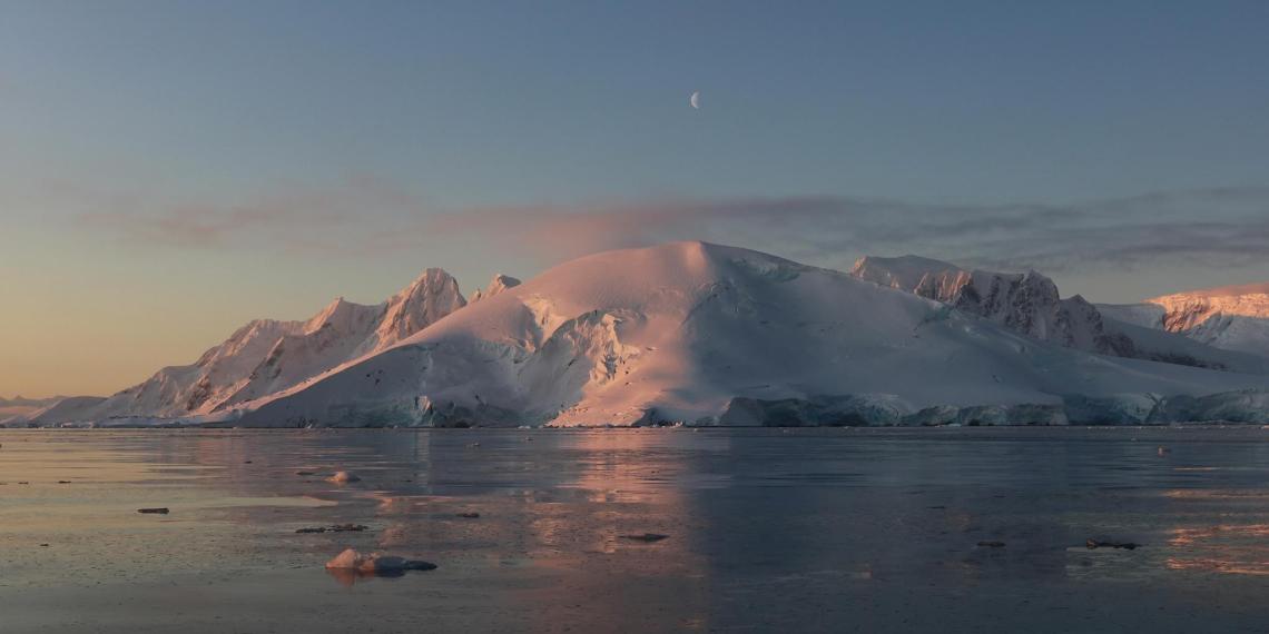 Ученые зафиксировали в Антарктиде рекордно высокую температуру