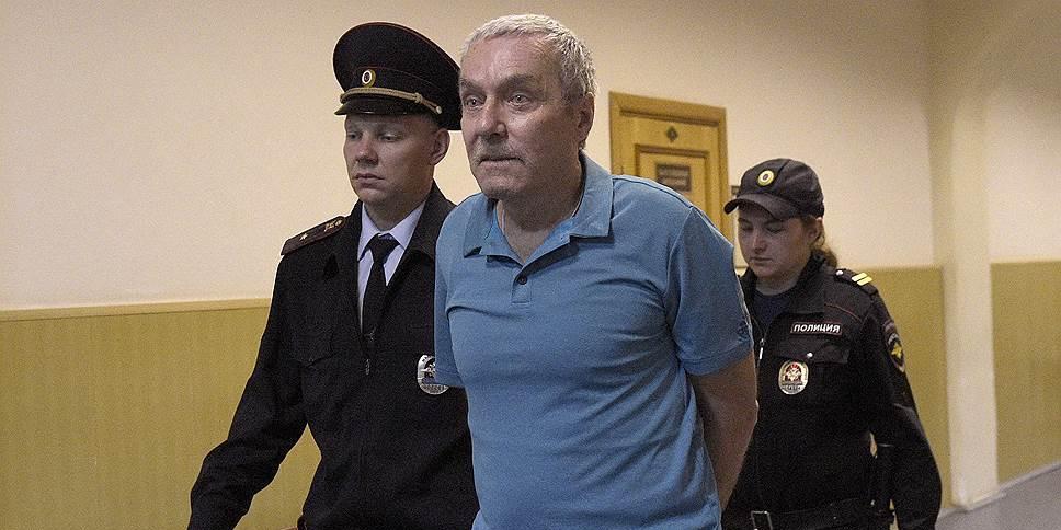 Отца полковника Захарченко освободили