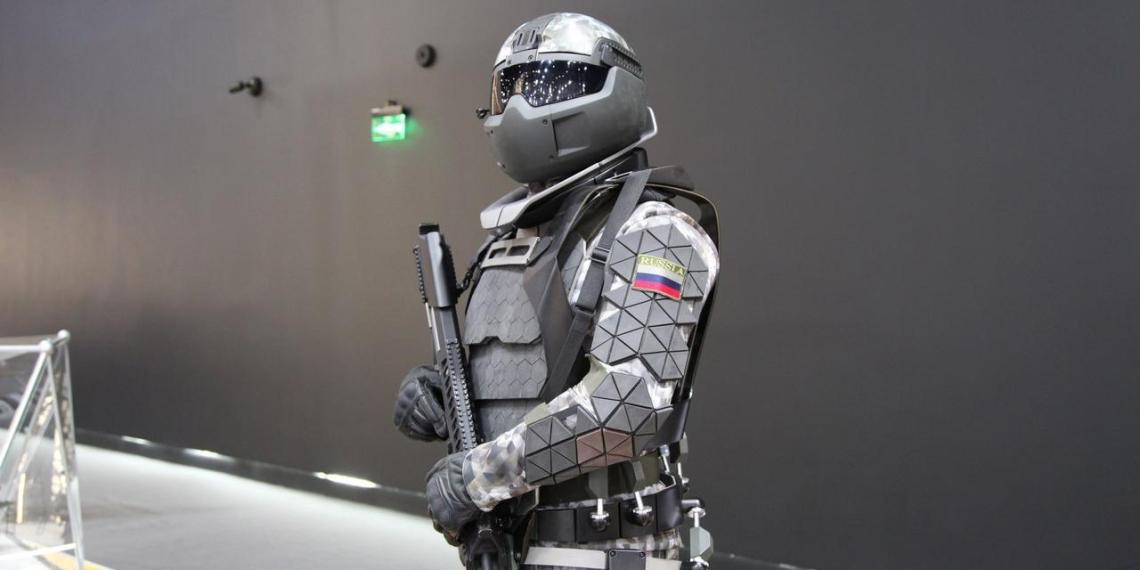 Российские военные получат боевую экипировку с экзоскелетом и дронами