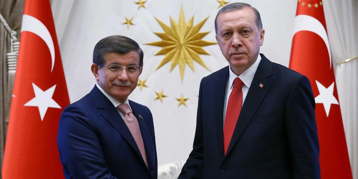 Экс-премьер Турции предсказал отстранение Эрдогана