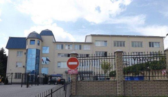 Луцк: жители города пикетировали польское консульство, переставшее выдавать украинцам визы