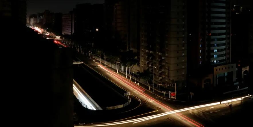 Венесуэла в пятый раз за месяц осталась без электричества