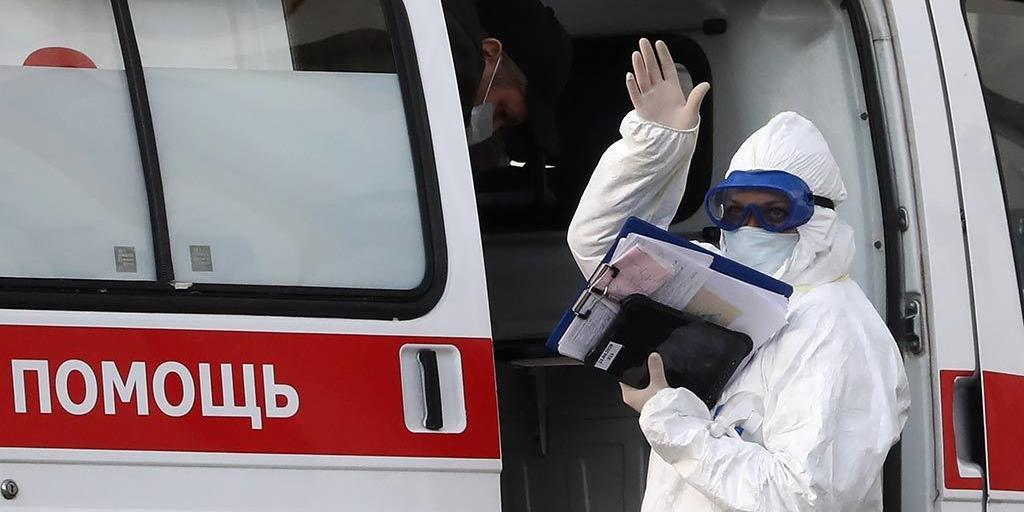 Заболеваемость ковидом в Москве пошла на спад, но в регионах растет