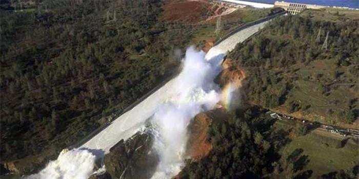 Россия предложила США свою помощь в связи с разрушением плотины в Калифорнии