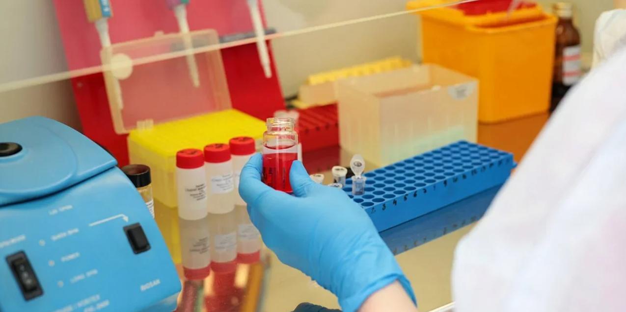 """""""Создана на хорошо изученной платформе"""": эксперт рассказал о вакцине от коронавируса, созданной в центре Гамалеи"""