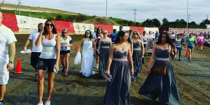 В США брошенная невеста пробежала марафон в свадебном платье