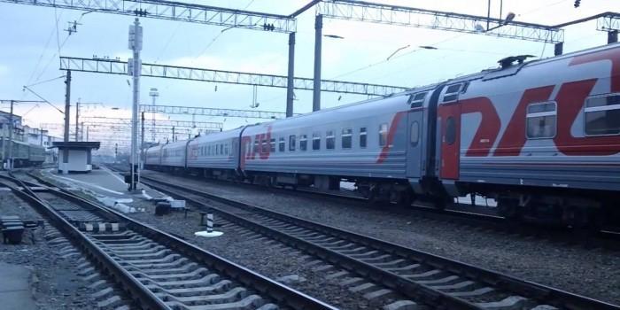 Видео дня: поезд разносит в труху застрявший на путях УАЗик