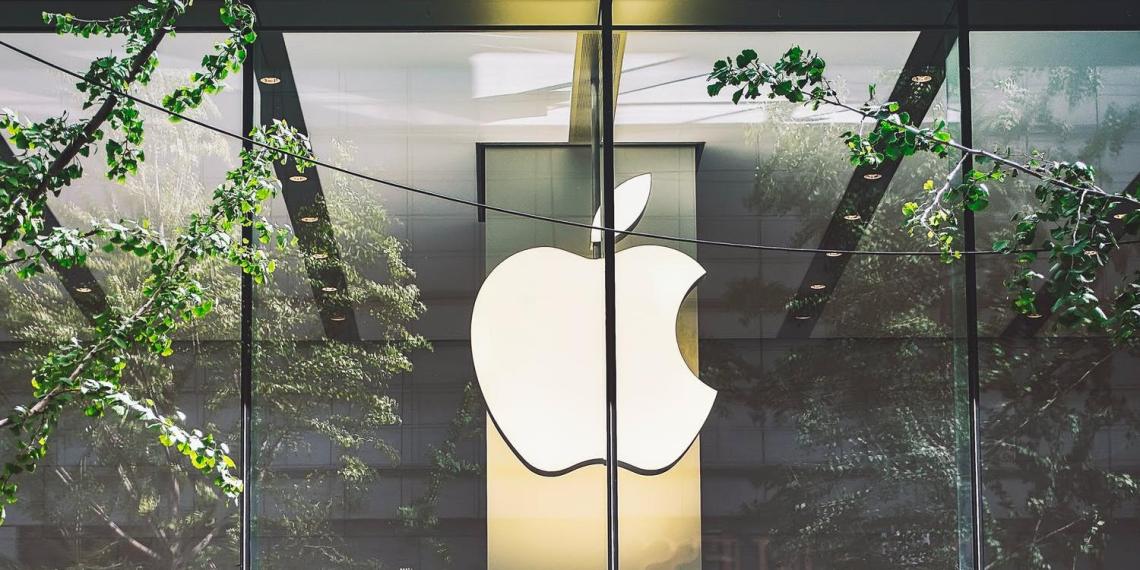 Apple передумала уходить с рынка России и согласилась предустанавливать отечественный софт