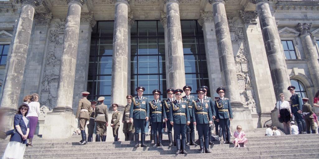 """Немецкий телеканал назвал советских солдат в ГДР """"оккупантами"""""""
