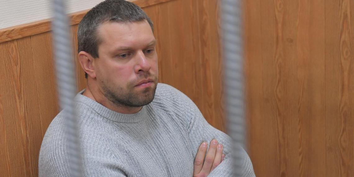 Подбросившего наркотики Голунову полицейского отпустили из СИЗО