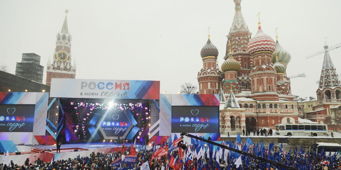 """""""Россия в моем сердце"""": десятки тысяч человек вышли на митинги в поддержку олимпийцев, мира и сплоченности страны"""