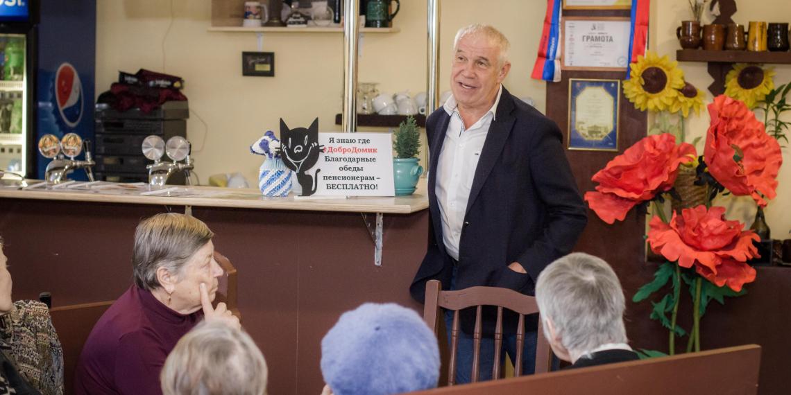 Активисты Putin Team организовали ветеранам встречу с Сергеем Гармашем