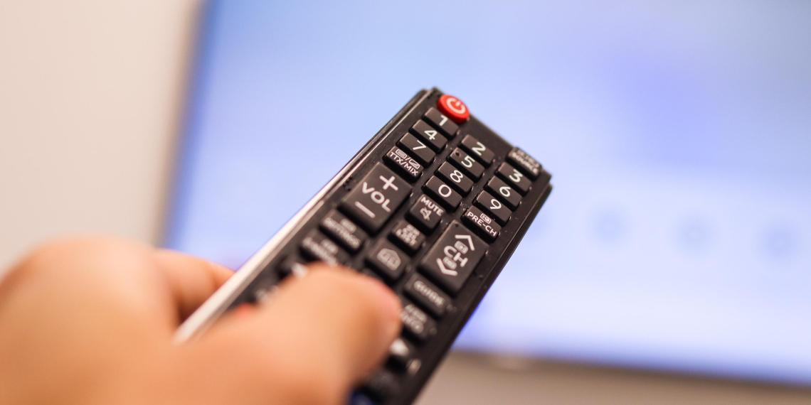 Доверие россиян к телевидению стало рекордно низким