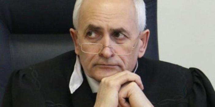 Покончивший с собой омский судья стал обвиняемым в убийстве бизнесмена