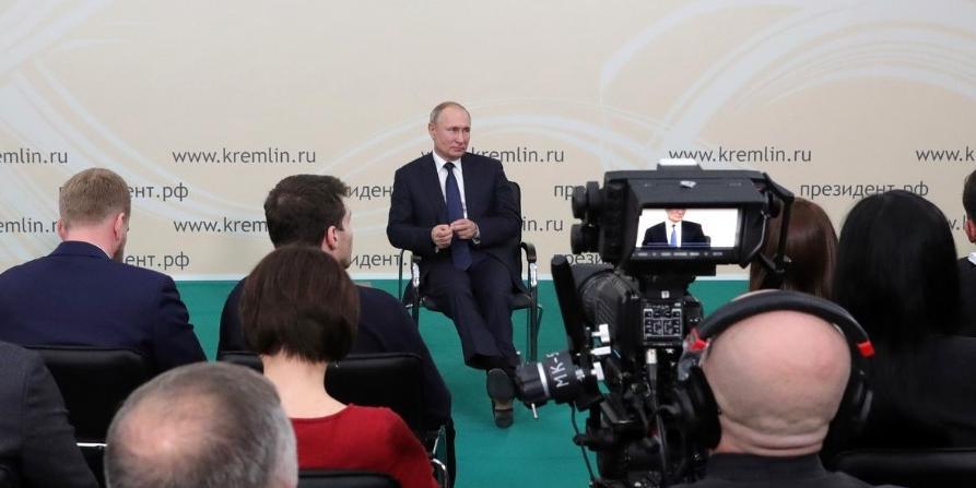Путин поручил упростить оформление материнского капитала