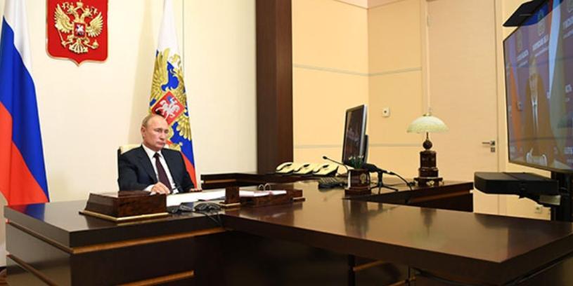 Президент РФ предложил повысить оплату больничного родителям детей до семи лет