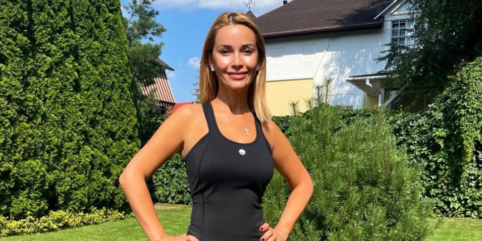 Ольга Орлова в бикини засветила торчащий сосок на пляже