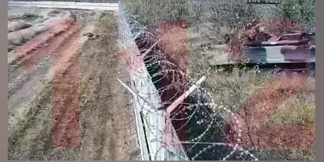 В Волгограде пьяные солдаты на БМП протаранили забор и катались по территории аэропорта