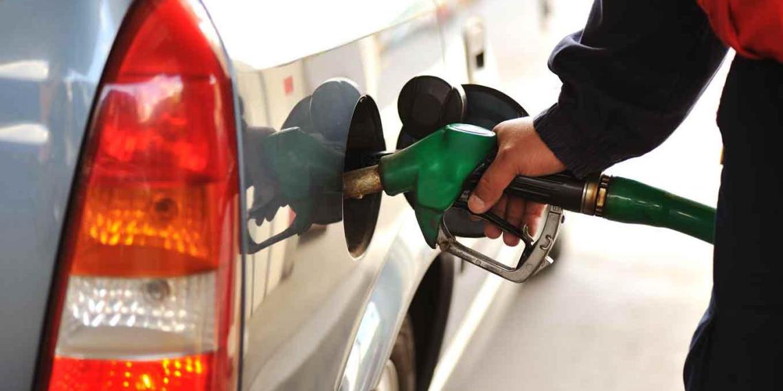 Оренбуржцы начали заправляться в Казахстане, где на российских АЗС топливо стоит вдвое дешевле