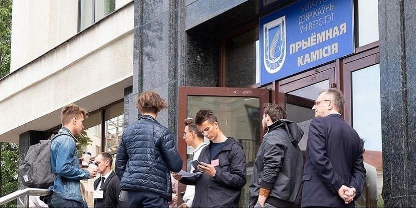 Белорусских студентов польских вузов обяжут подтверждать диплом дома